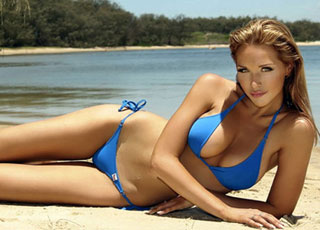 Người mẫu Playboy khoe dáng bốc lửa